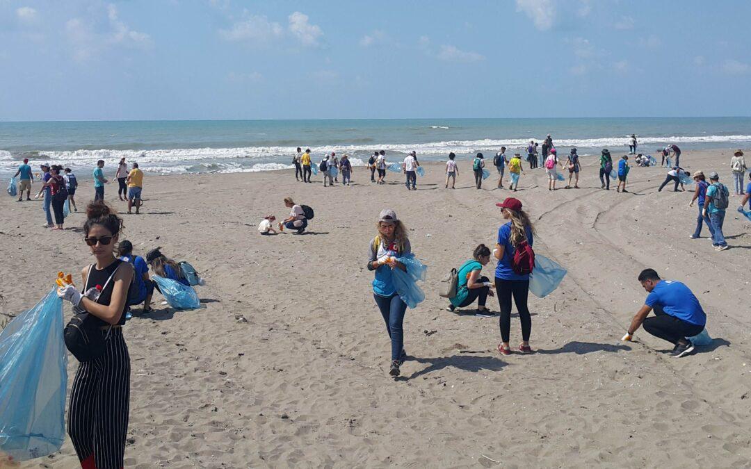 15 Eylül Dünya Temizlik Gününde Akyatan Sahilinde 1 Tona Yakın Çöp Toplandı